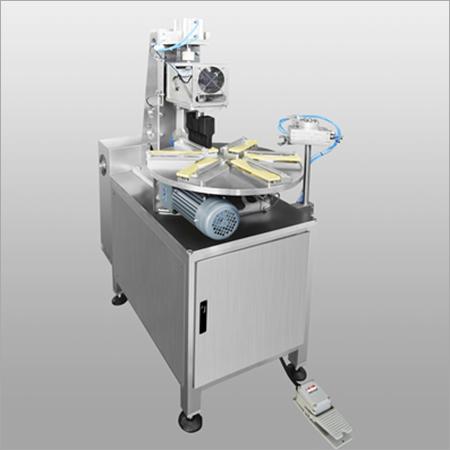 Rotate edge sealing machine