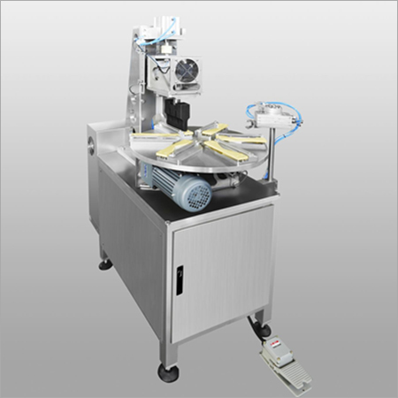 Rotate edge sealing machine