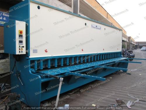 Hydraulic metal sheet shearing machine