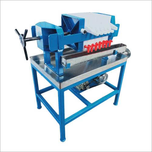 Edible Oil Filter Press Capacity: 100  Liter P[Er Batch Liter/Day