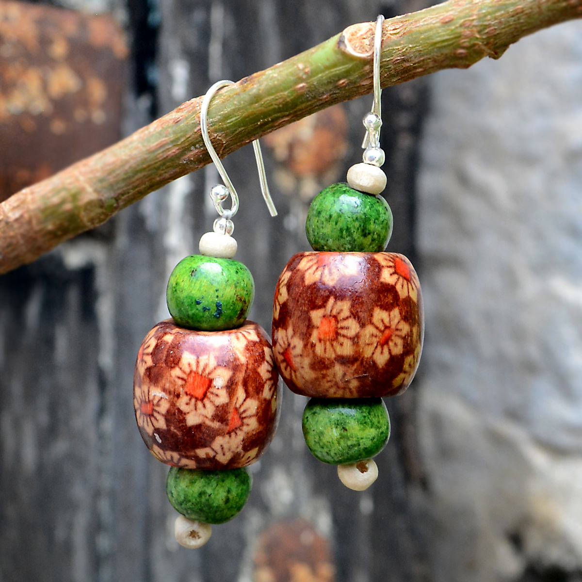 Green Bead Wood & Silver Earring PG-156313