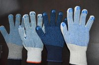 polka doted hand gloves