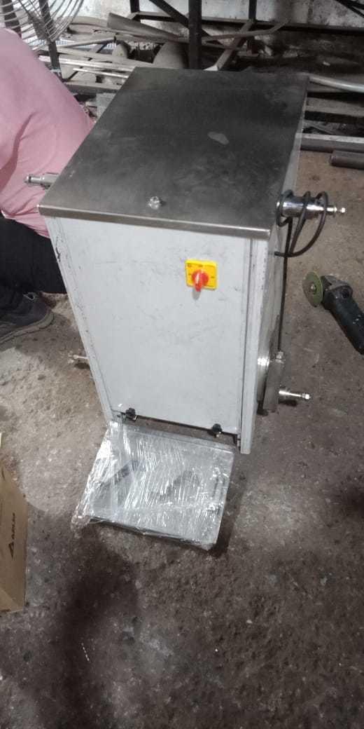Hand sanitizer filling machine