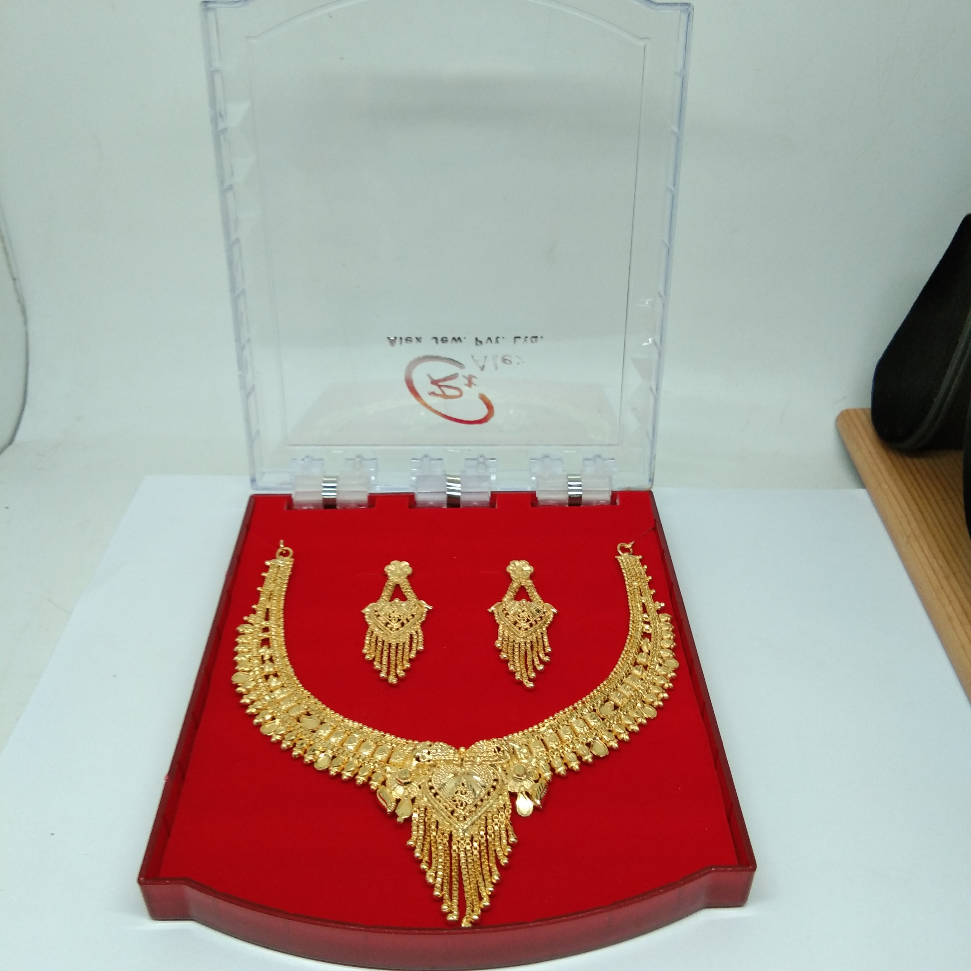 Simple New Design gold necklace set for women