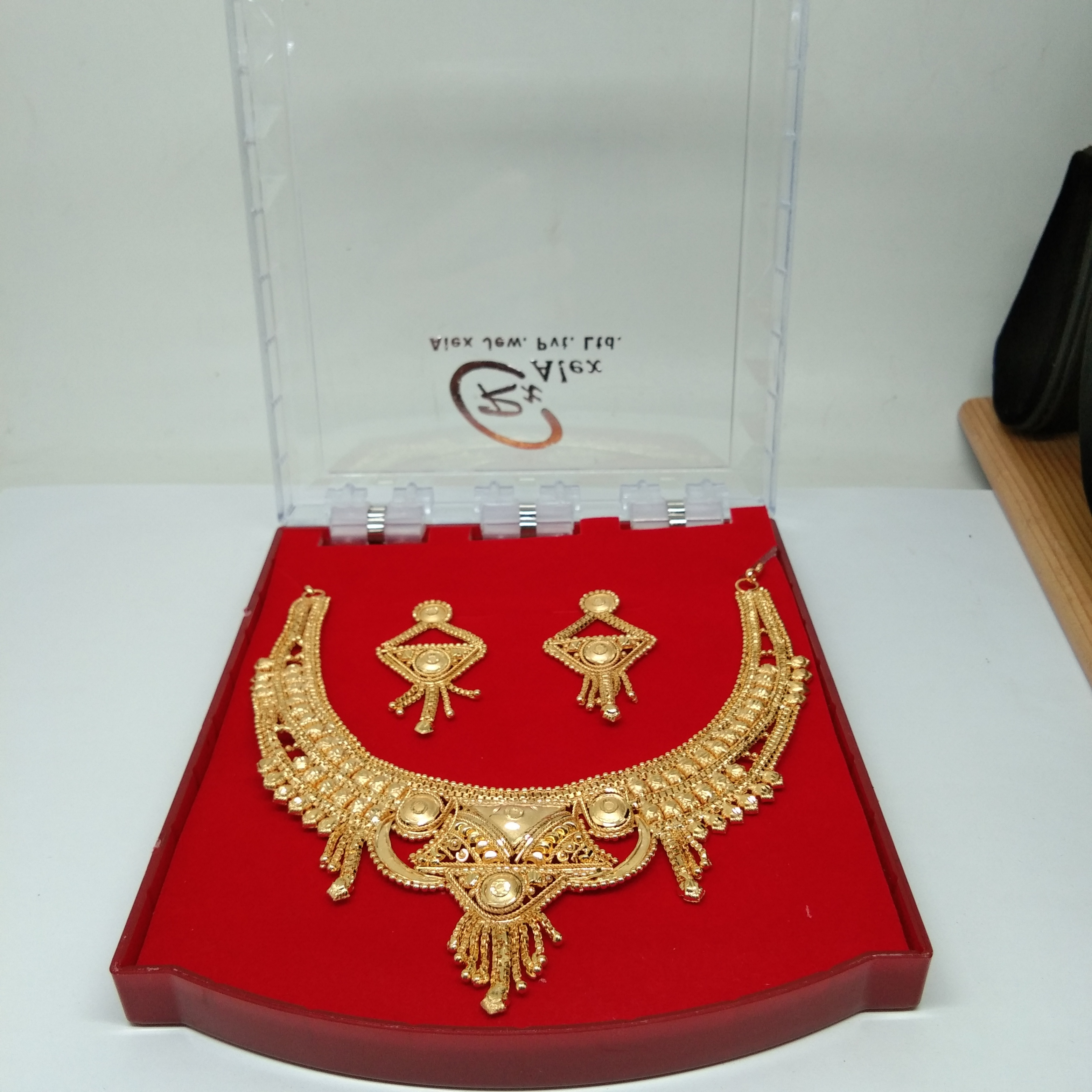 Wedding & Party Wear Gold Plated Forming Necklace Set