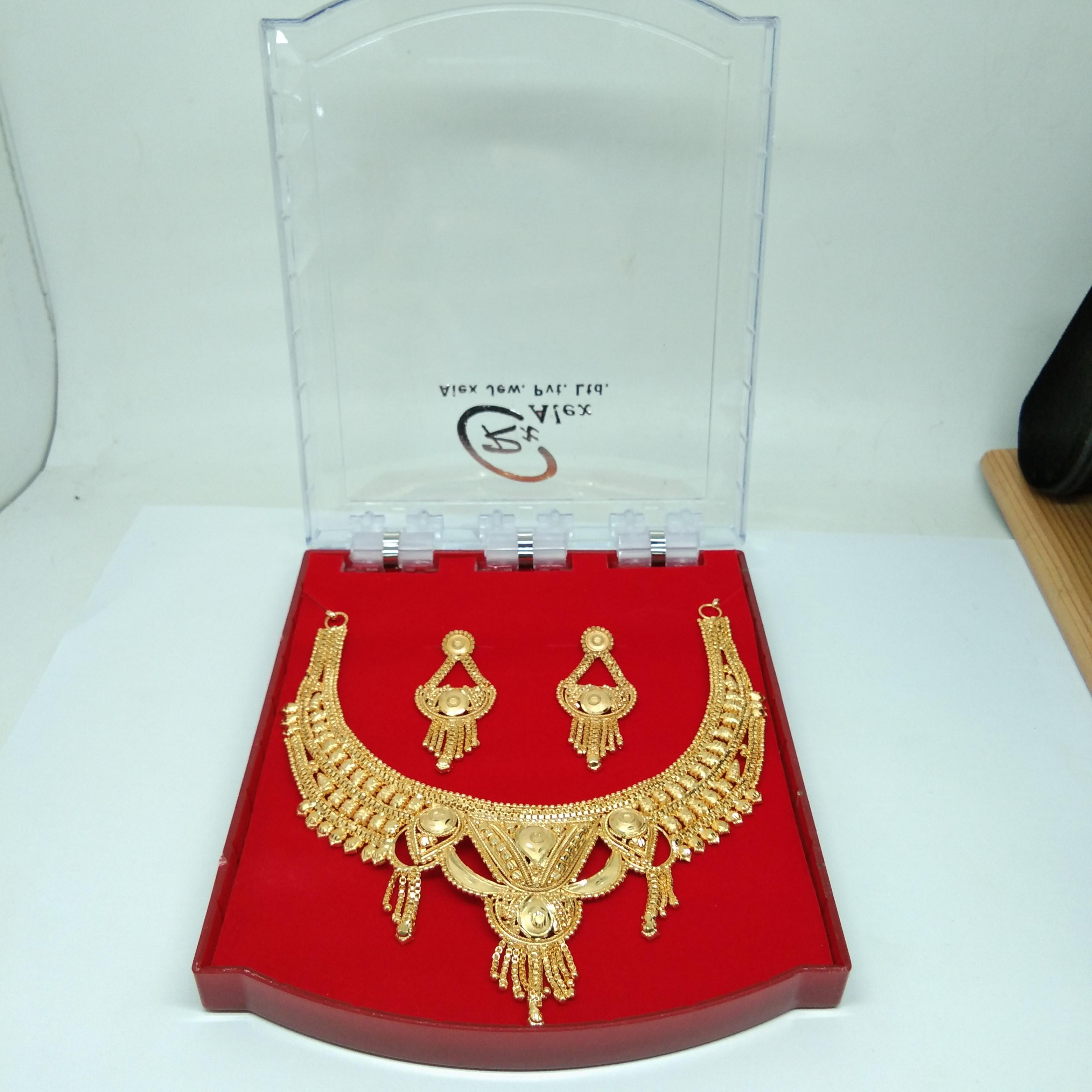 Latest New Design golden color necklace set
