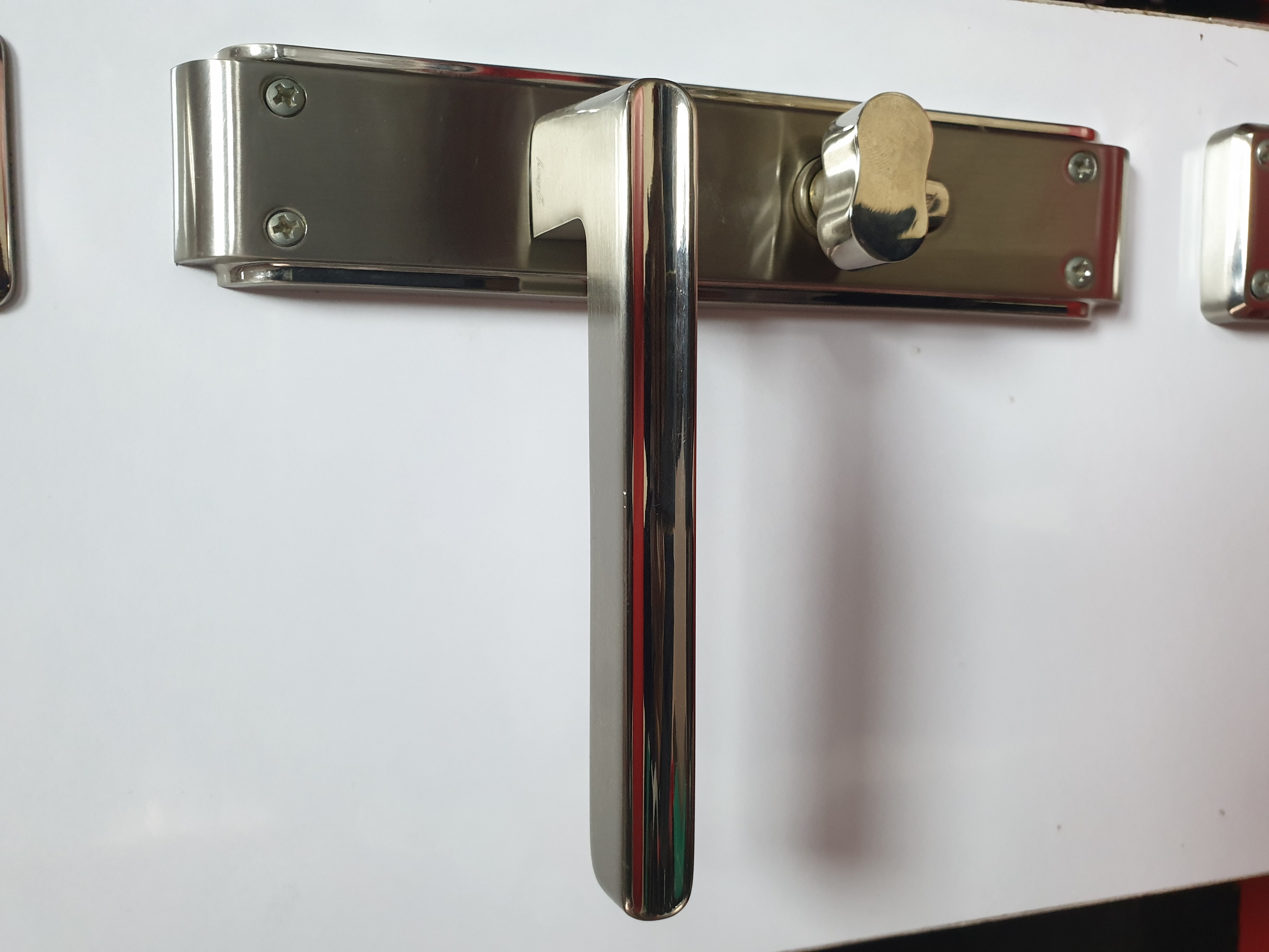 DOOR HANDLE LOCKS
