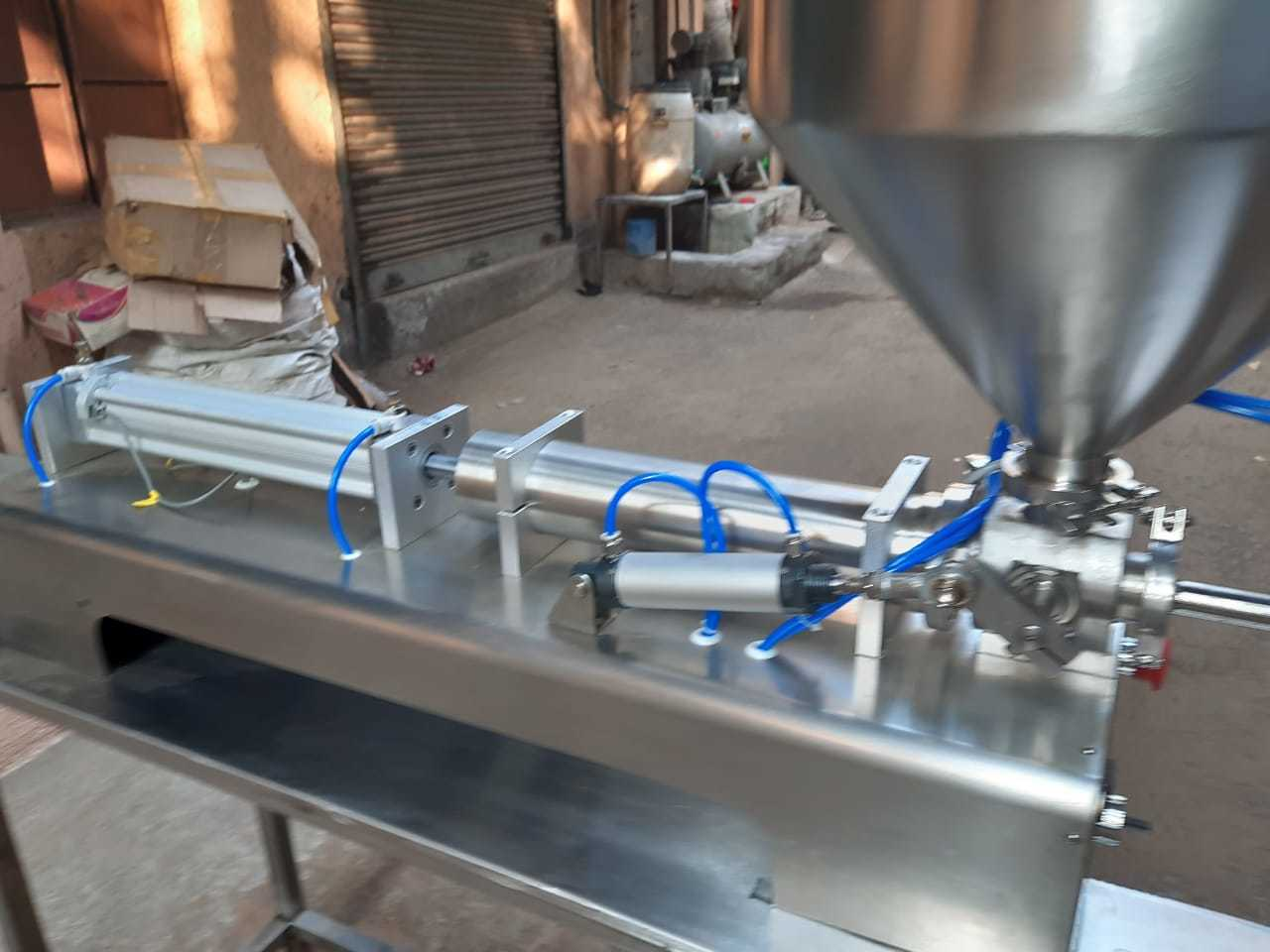 sanitiser filling machine