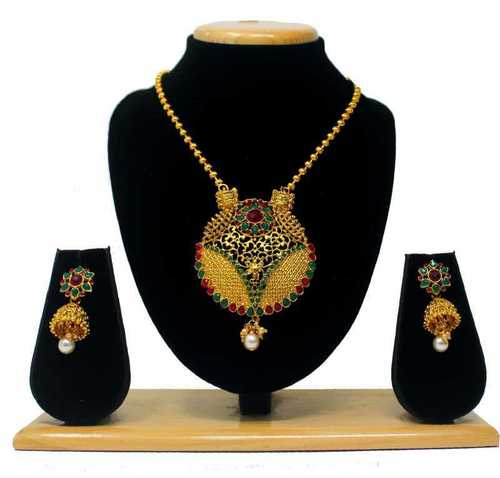 Fancy Design Pendant Set