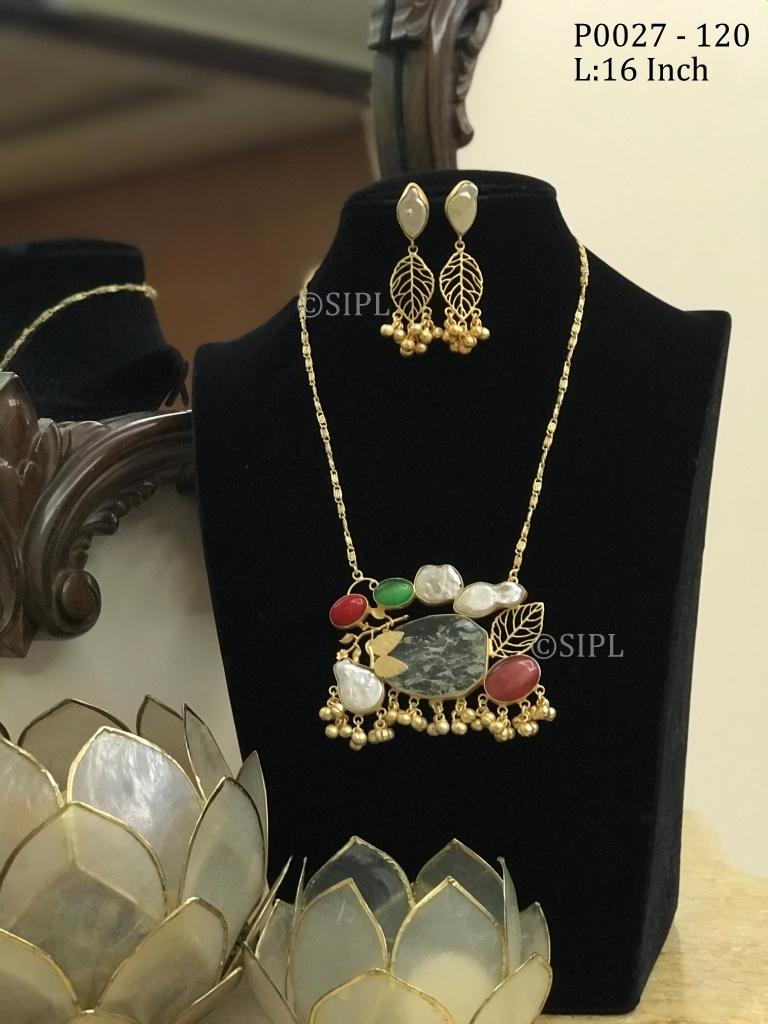 Gold Polished Druzy pendant Set