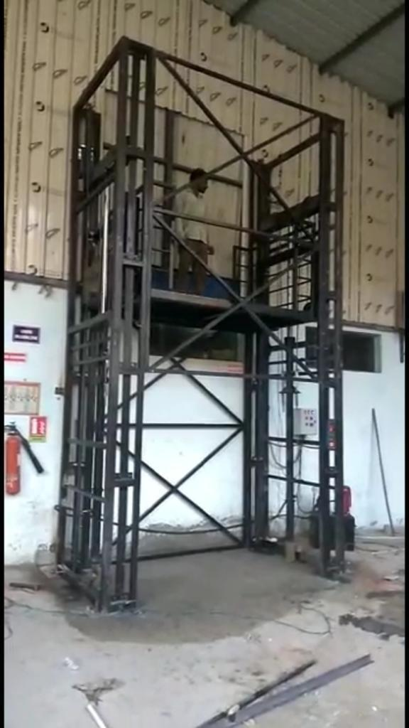 Outside Goods Lift