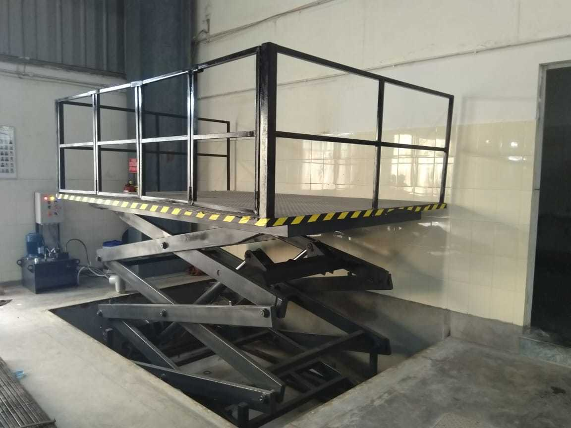 Heavy Duty Goods Lift