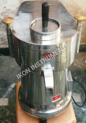 Apple, Pineapple and Carrot Juicer