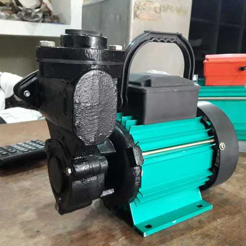 Self priming mono block pump