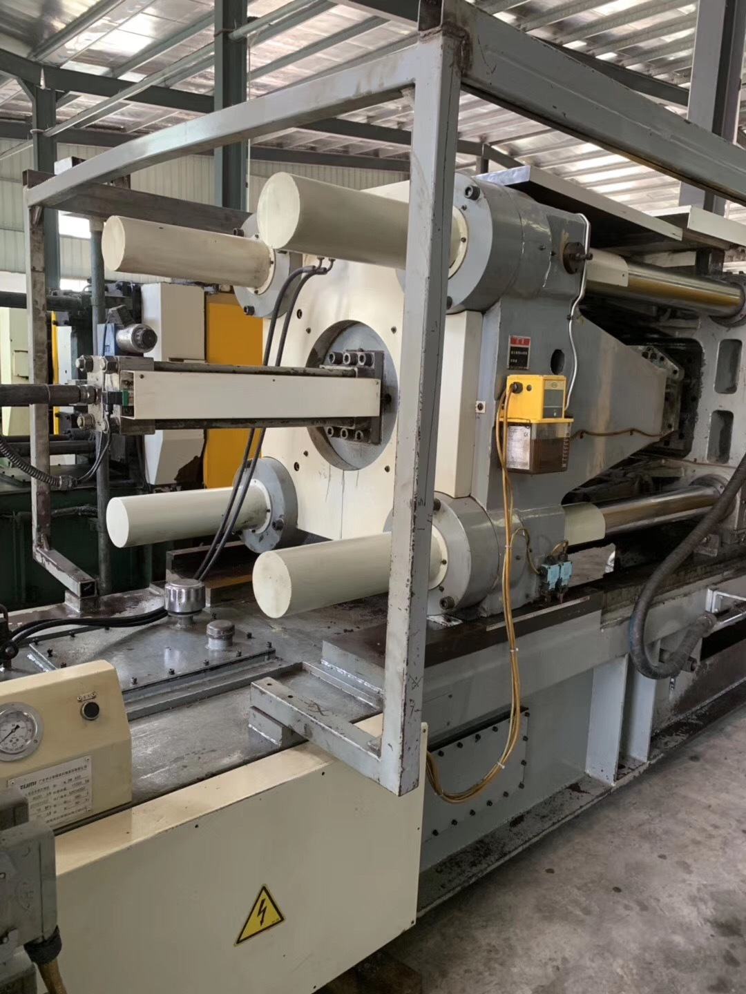 Used Yizumi 400t Cold Chamber Die Casting Machine