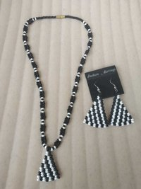 Necklace Black And White