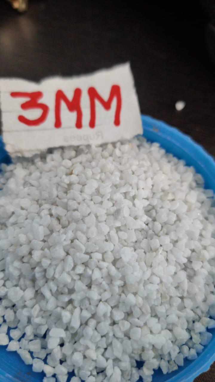 Indian high quality snow white quartz silica grit and gravels or chips