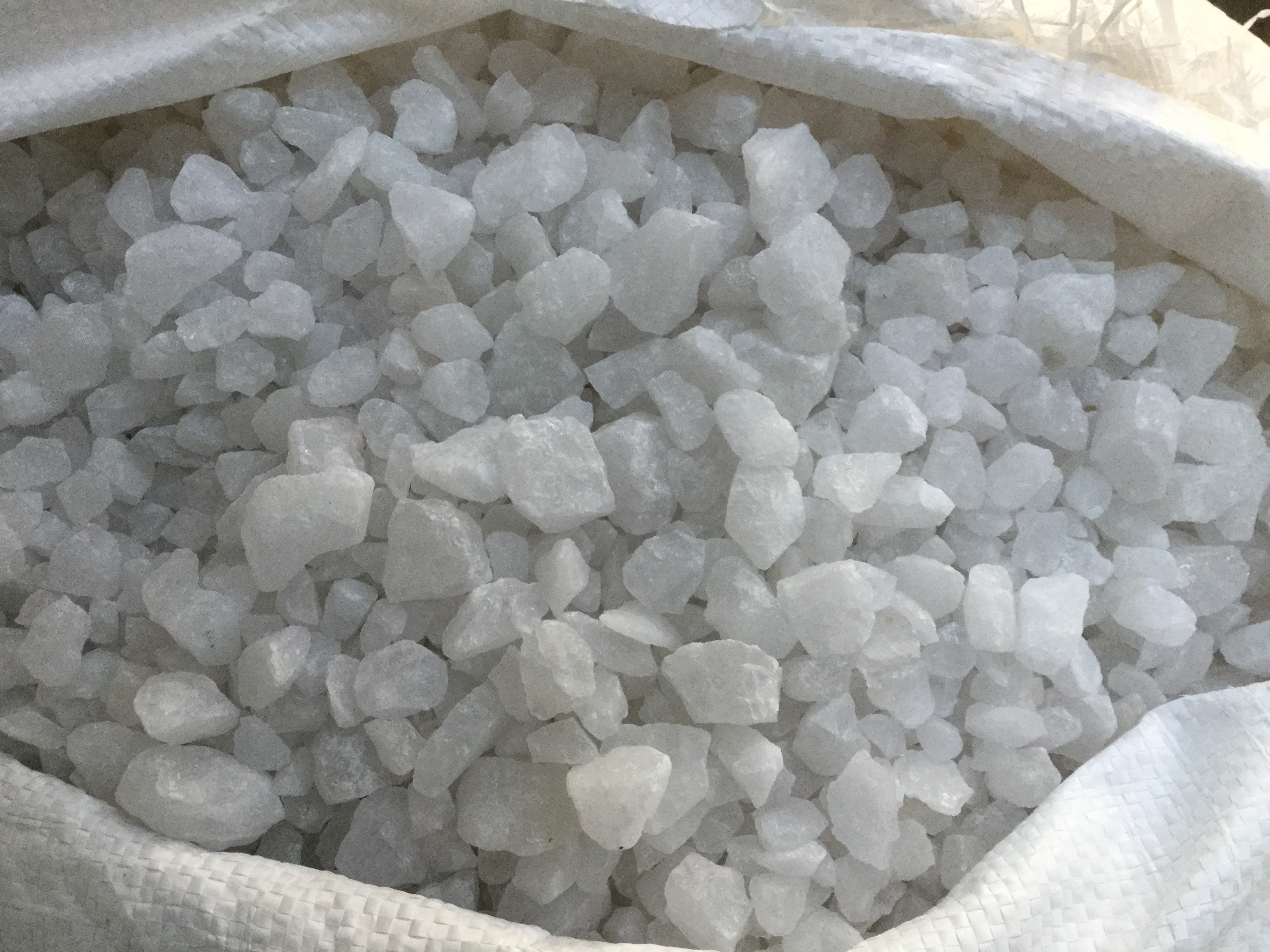high quality snow white quartz silica grit for industrial use
