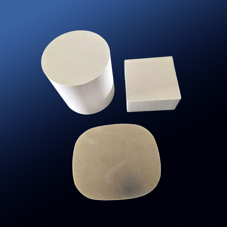 Honeycomb ceramic for RTO/RCO