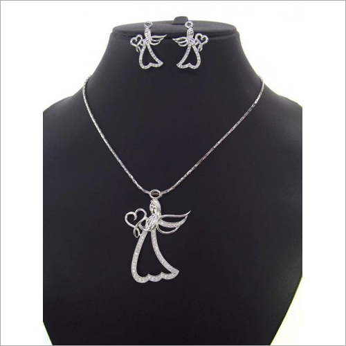Ladies Light Weight Pendant Set