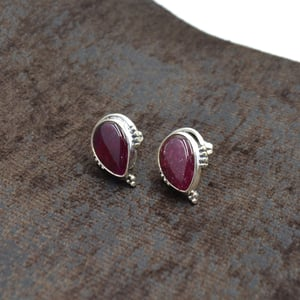 Silvesto India 925 Sterling Silver Natural Red Quartz Oval Shape Gemstone Stud Earring For Women
