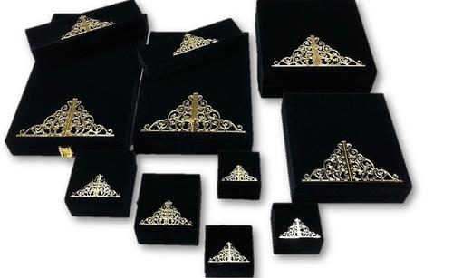 Black-Embrodied Jewelry Box