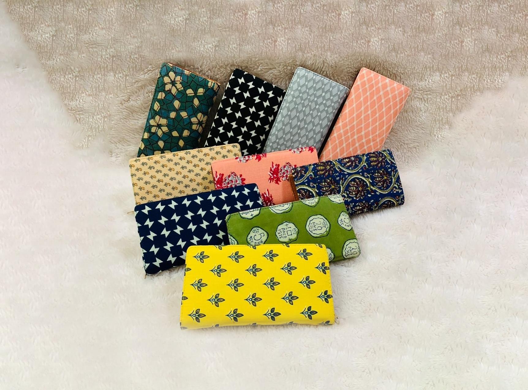 Trendy Casual Ikkat Single Zip Wallets