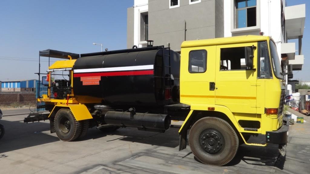 Road Construction Bitumen Pressure Distributors