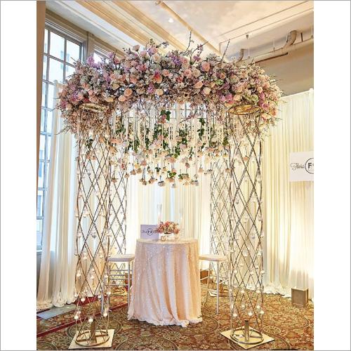 Metal Pillars Flower Ring