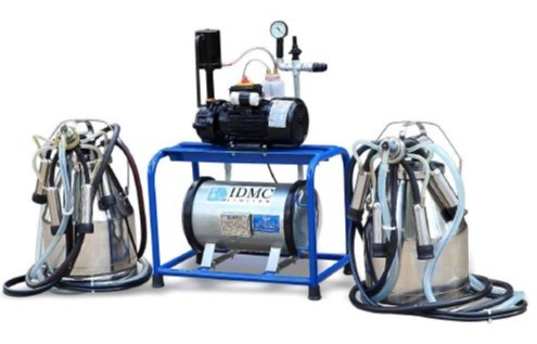 BUCKET MILKING MACHINE WITH TWO CAN CLUSTER ASSEMBLIES