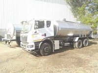Road milk storage tank