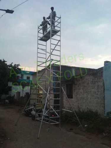 Single width scaffolding platform