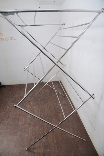 SS Foldable  Zig Zag Type Fancy Rack In Townhaal