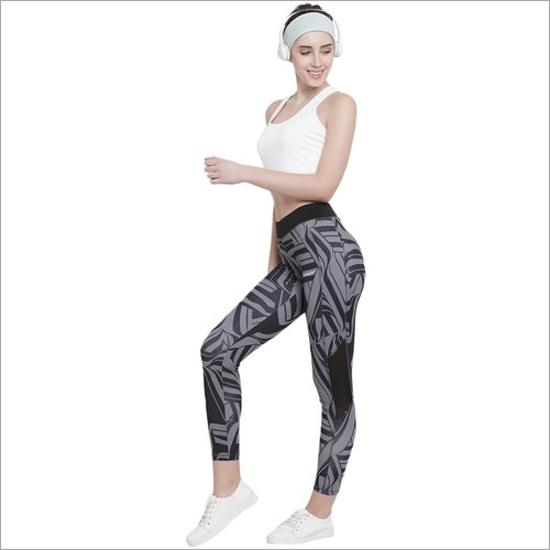 Ladies Polyester Fabric Sports Wear