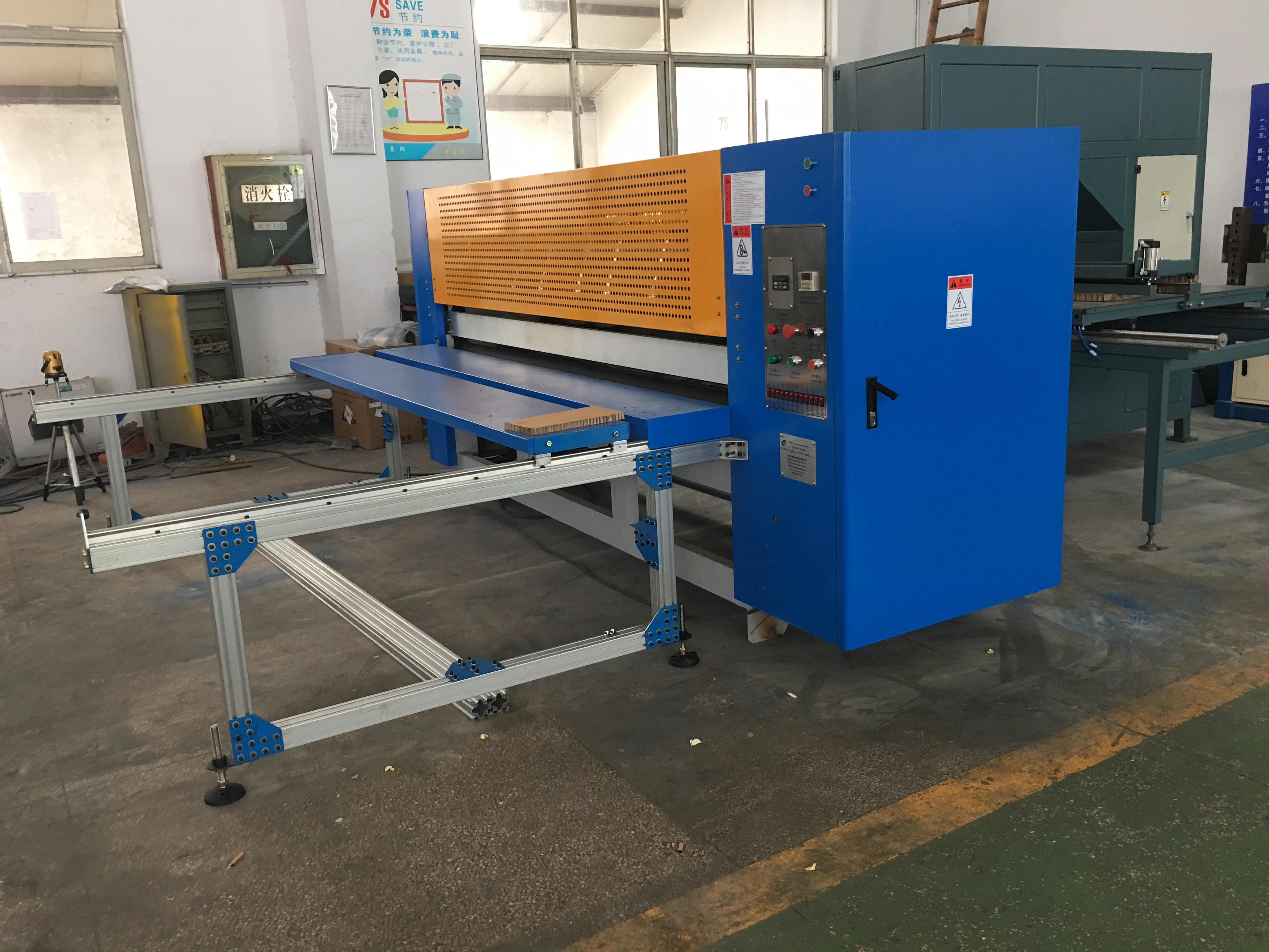 Customized Available Honeycomb Board Slitter Machine for blocks and strips