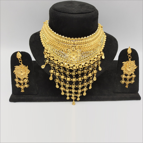 Gold Forming Bridal Choker Necklace