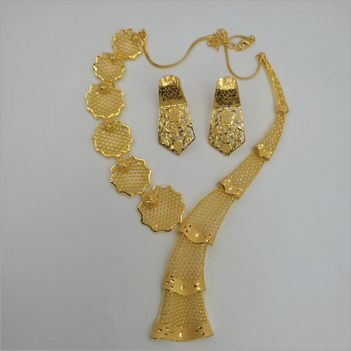 Gold Forming Necklace with earring
