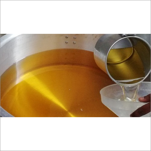 Sandalwood Essential Oil ( Osyrius Lanceolata)