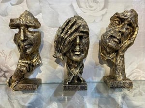 Resin Three Human Skull Statues