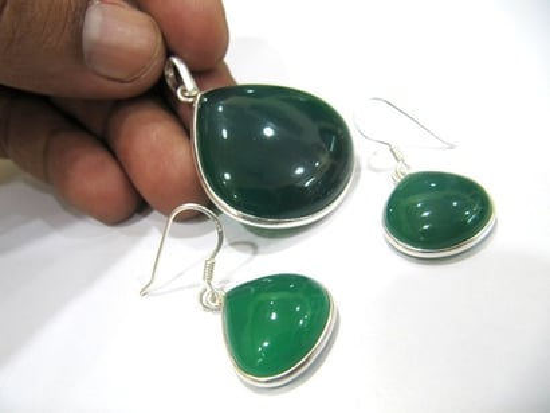 925 Sterling Silver Stamped Green Onyx Heart Shape Pendant Set Gender: Women