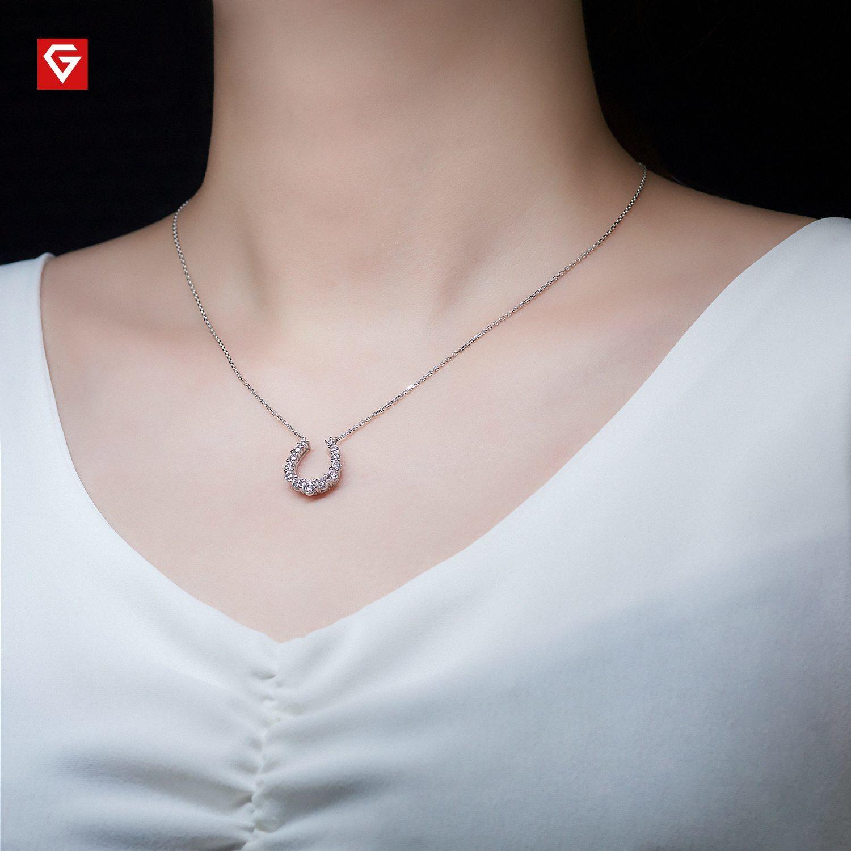 moissanie necklace