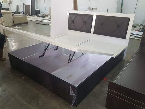 Queen Size Wooden Cot With Hydraulic Lifting