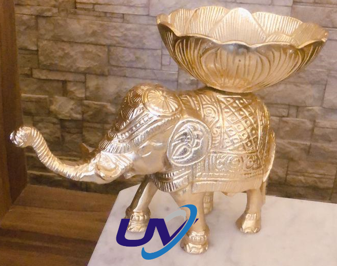 Engraved decorative elephants made in metal with carved bowls