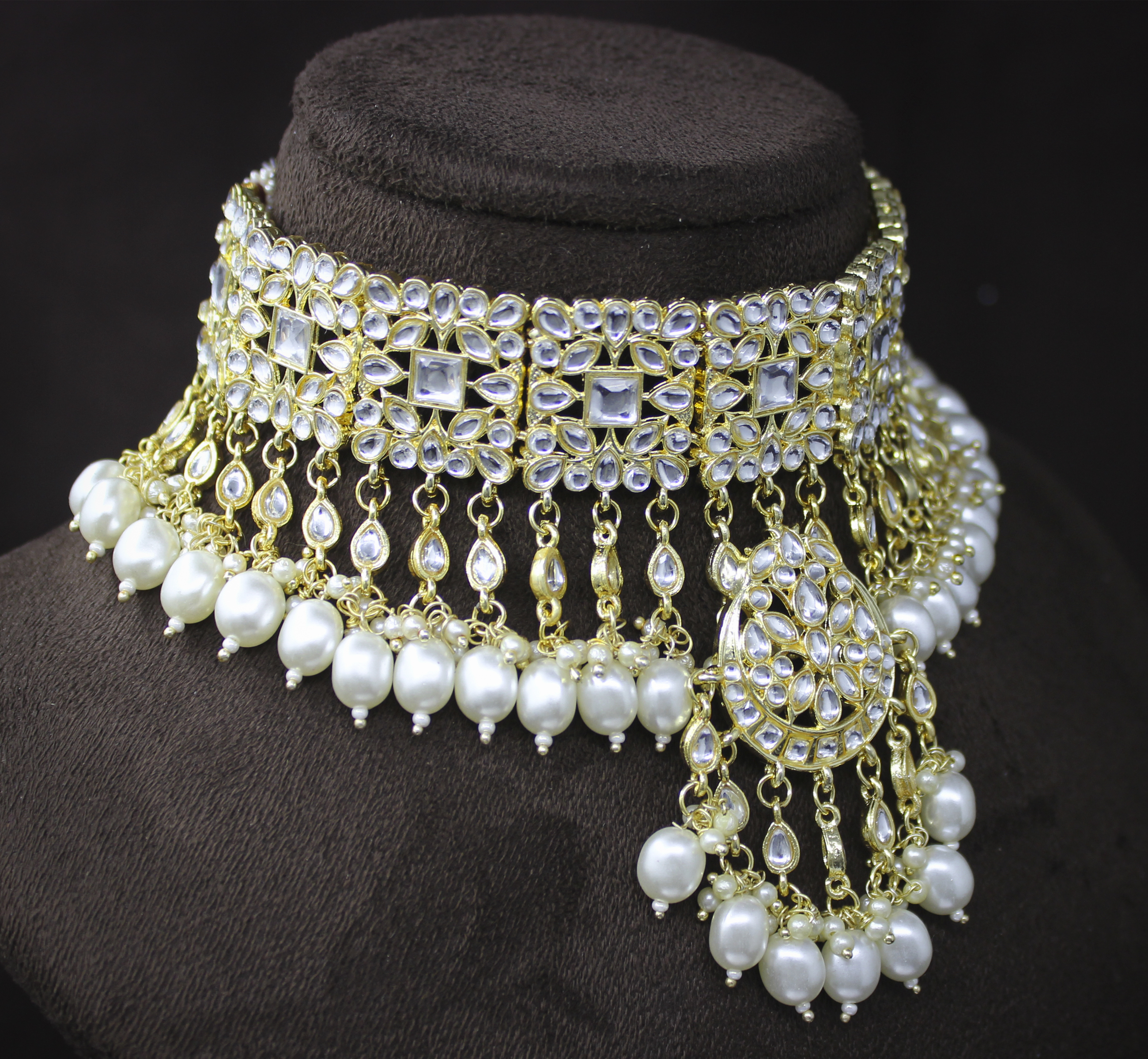Trendy Kundan White Color Choker Necklace And Earring Jewellery Set