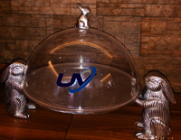 2 big bunny holding tray with dome