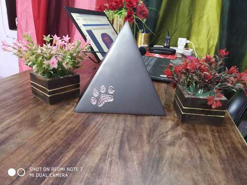 TRAI ANGLE SHAPED URN FOR PET ASHES FUNERAL SUPPLIES