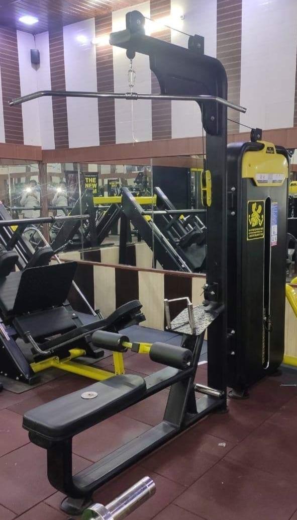 Lat Pulldown Machine