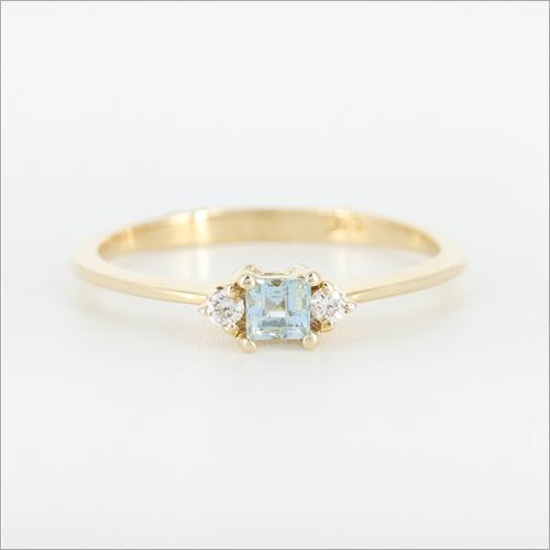 14k Yellow Gold Ring Set with Aquamarine and Diamonds