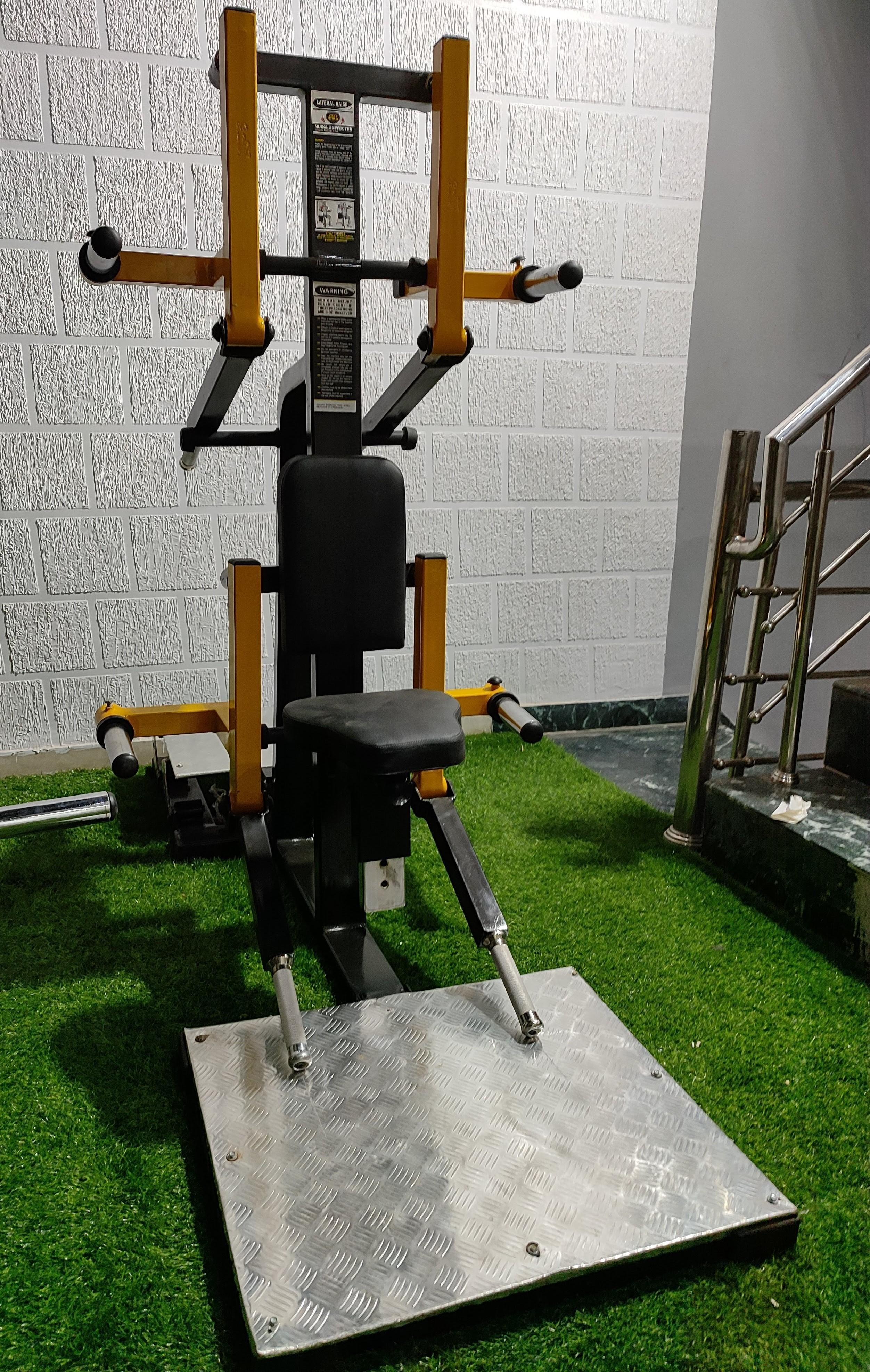 Lateral Raise Hammer Machine